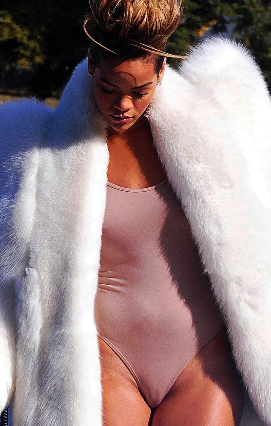 Pussy rihanna nude Rihanna Porn: