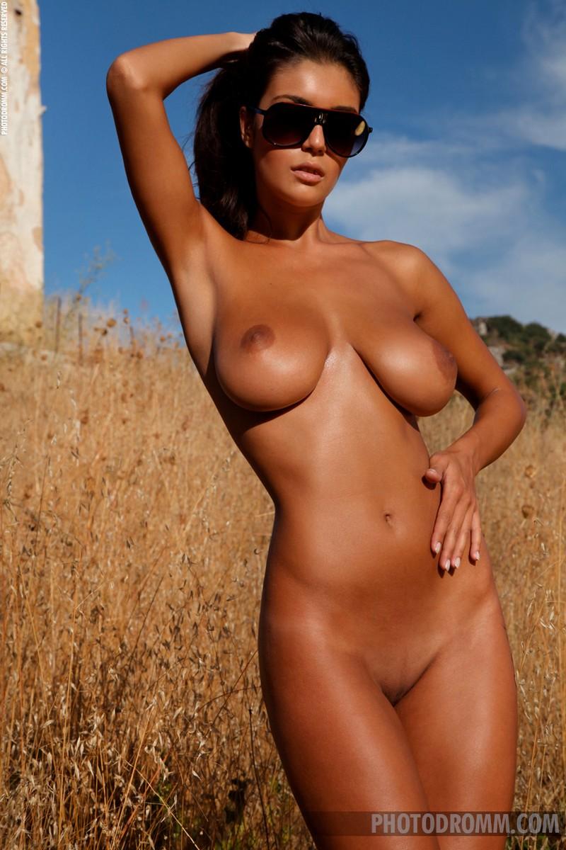 Nude ela Ella Raines