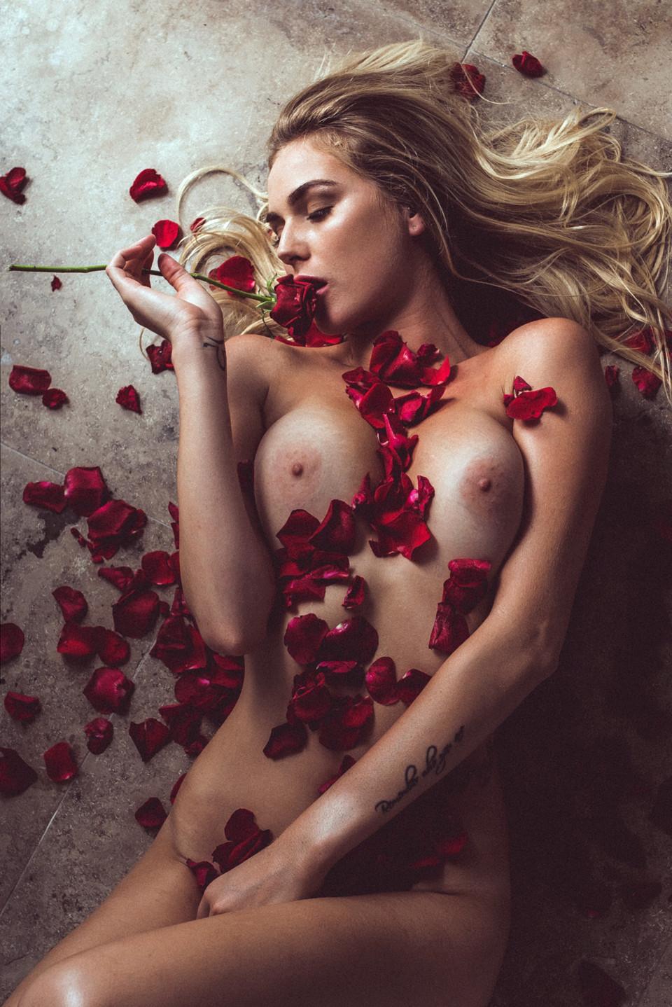 Paige Reifler  nackt