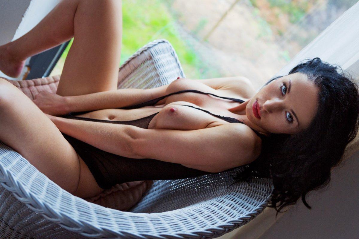 Nackt kaiser playmate laura Alana Soares